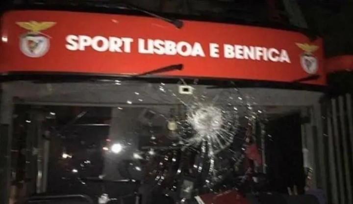 Ex-BVB star Weigl & Benfica's Zivkovic 'taken to hospital after team bus stoned'