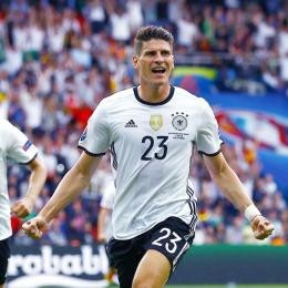OFFICIAL - Mario GOMEZ drags Stuttgart up to top-tier and quits football