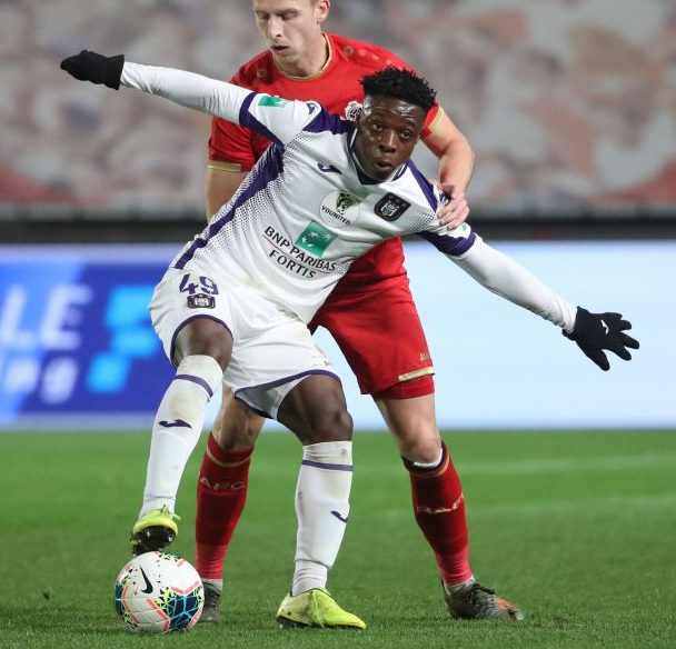 Belgium youth team coach Bob Browaeys sees no problem with Doku's inability to use left foot