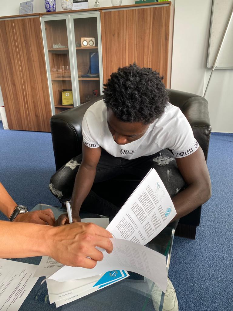 Clinton Osei signs for MTK Budapest