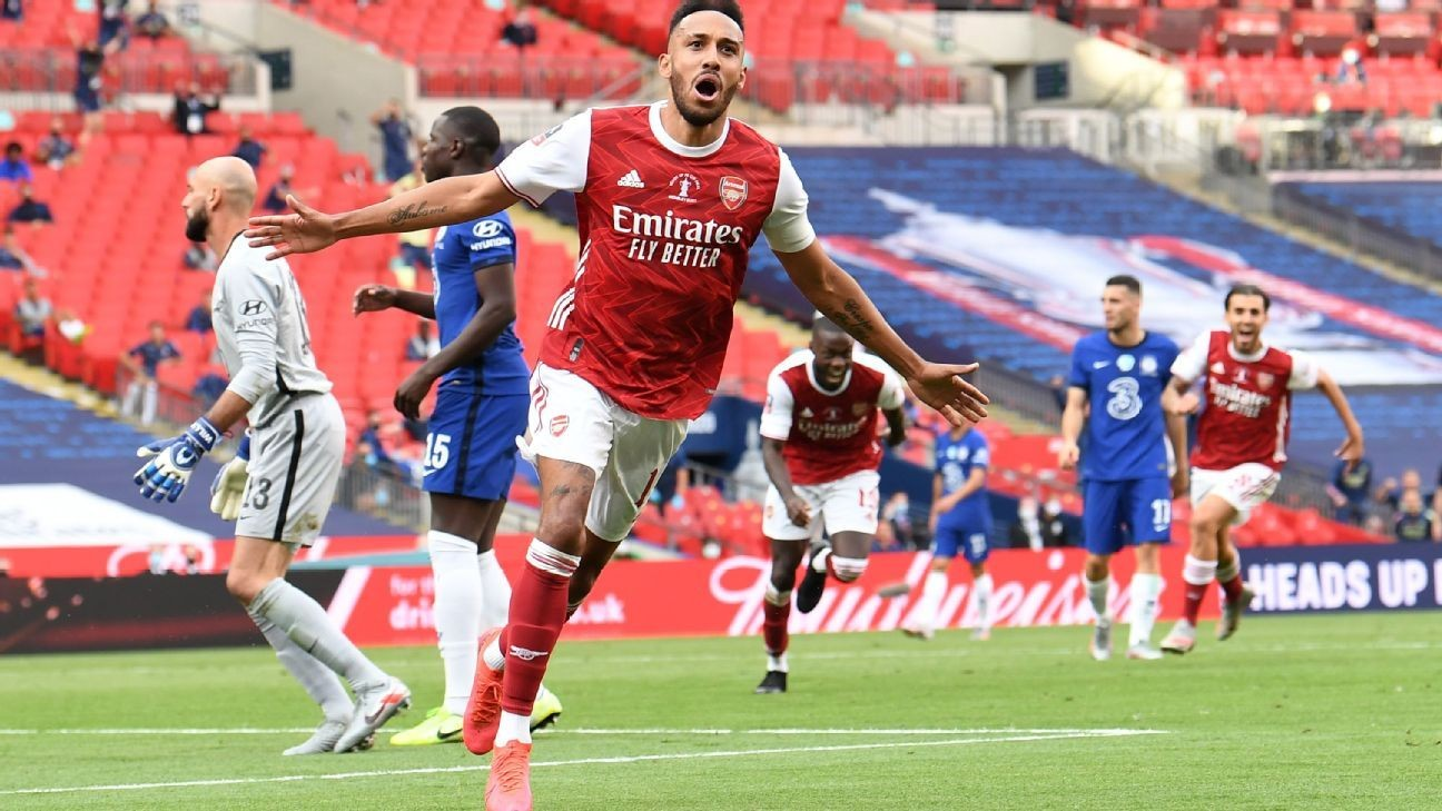 Aubameyang double hands Arsenal FA Cup
