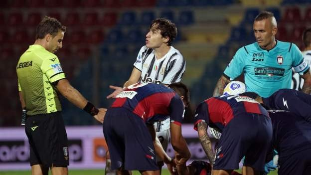 Juventus held as Chiesa is sent off
