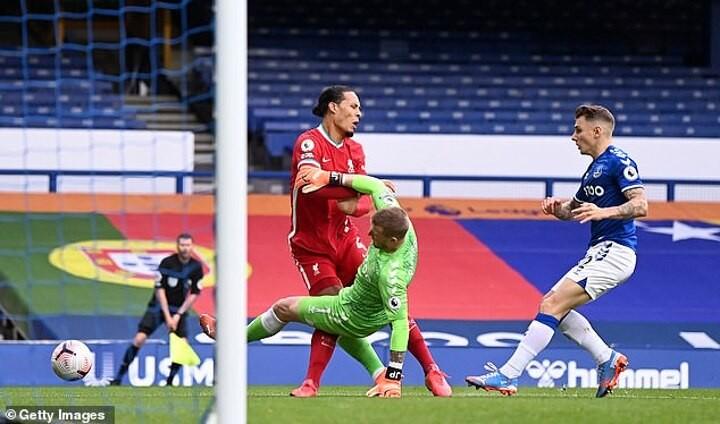 Liverpool legends disagree on Jordan Pickford's horror tackle on Virgil van Dijk