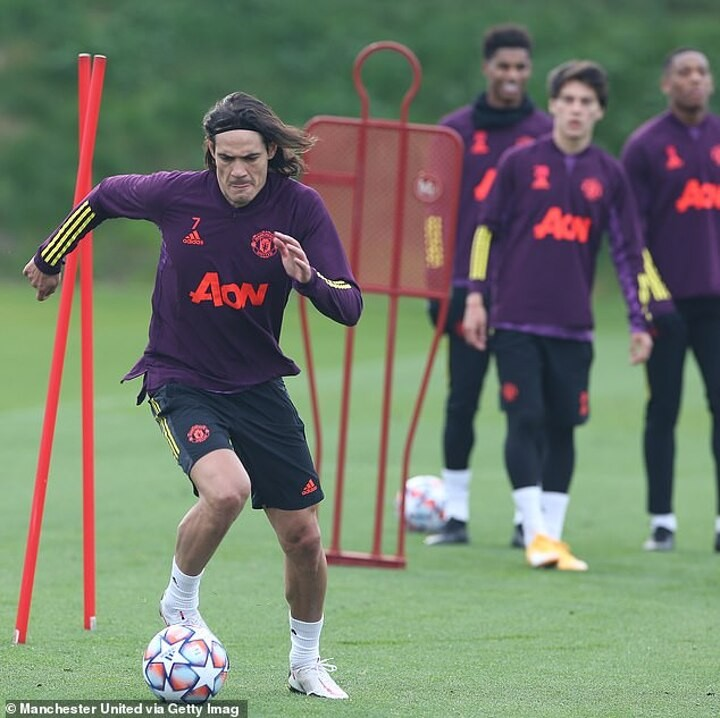 Manchester United leave Harry Maguire and Edinson Cavani at home for PSG clash