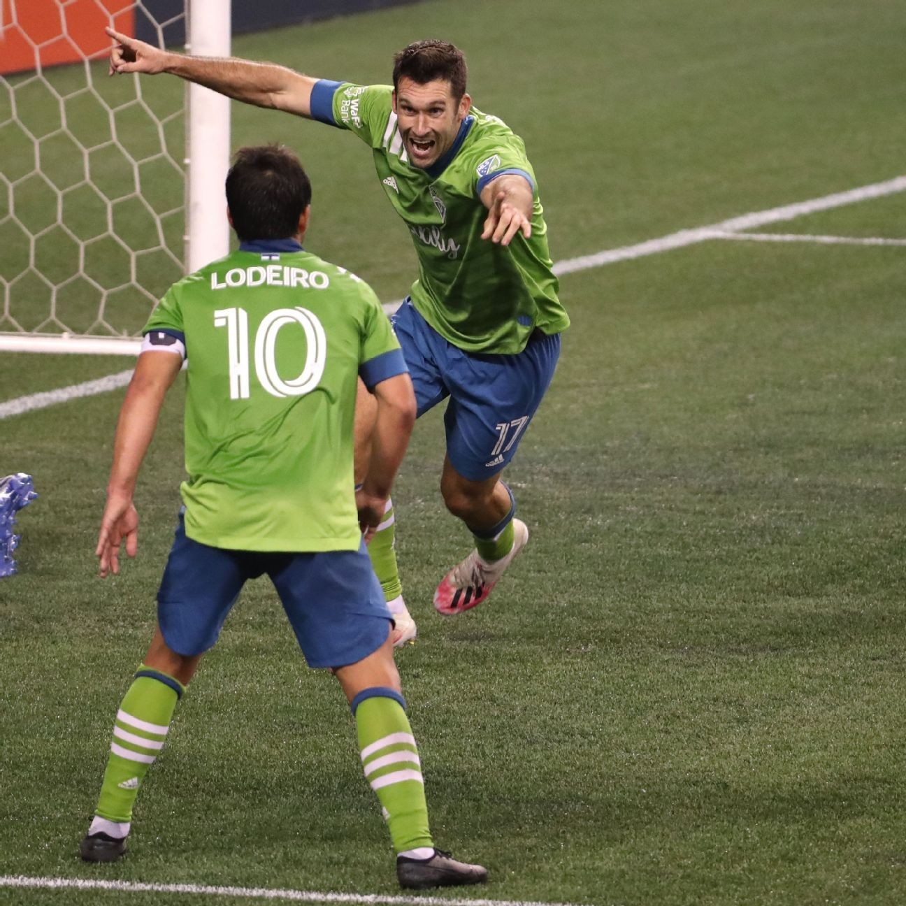 Sounders score late goal, earn draw with Timbers