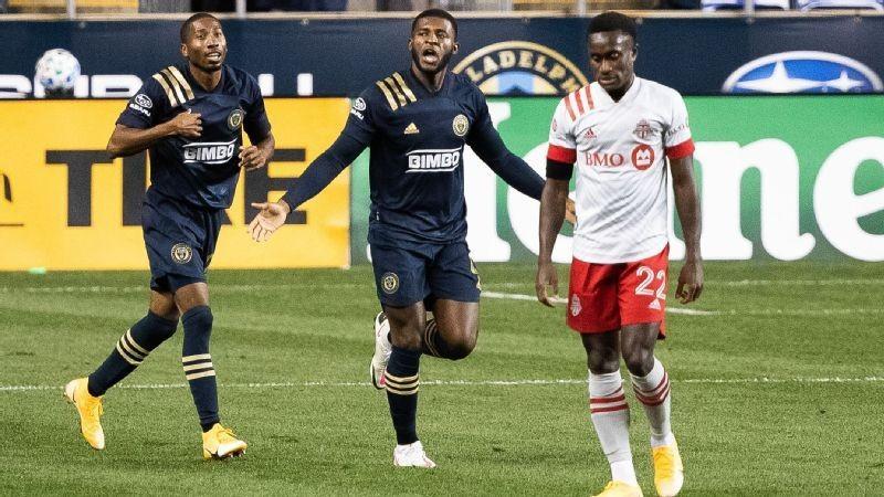 Union blast Toronto behind Santos' hat trick