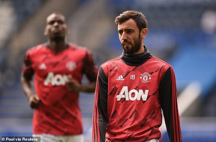 Jamie Carragher says Manchester United cannot play Paul Pogba and Bruno Fernandes in the same team