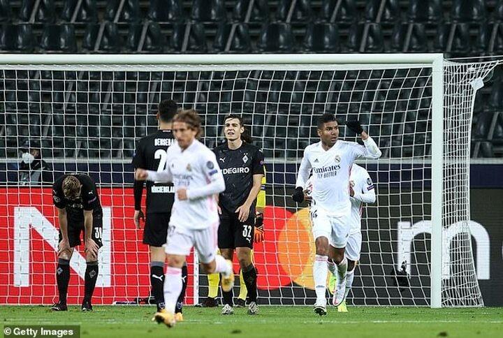 Gladbach 2-2 Real Madrid: Karim Benzema and Casemiro score late goals to earn last-gasp draw