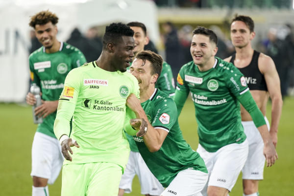 Video: Ghana goalkeeper Ati Zigi defies Swiss media over coronavirus to pull fantastic saves