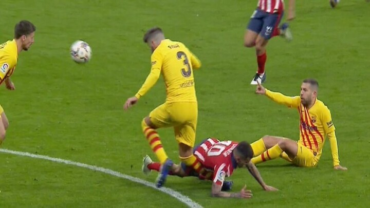 Barcelona fear the worst with Pique: He suffered a right knee injury
