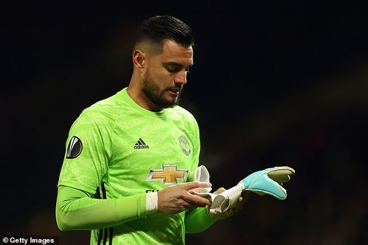 Man Utd 'are ready to sell wantaway goalkeeper Romero for just £2.5m in January'