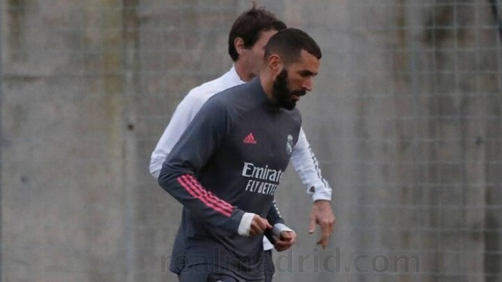 Benzema continues to train away from the group