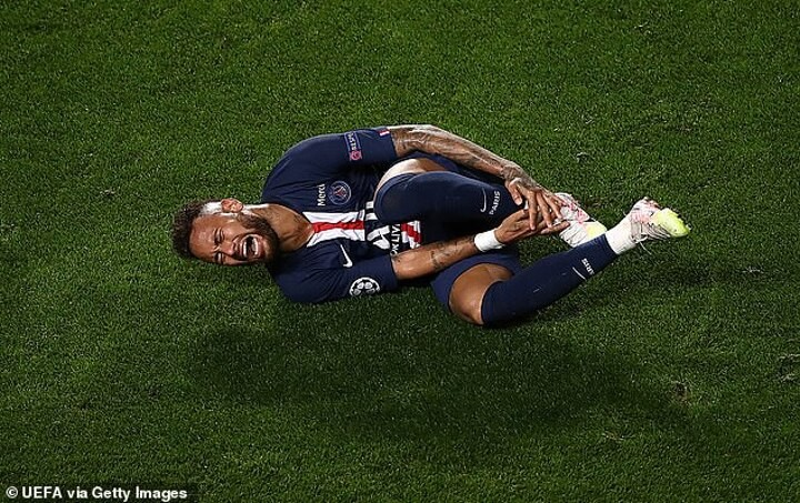 PSG assistant: Neymar goes to ground because he has 'extremely sensitive feet'