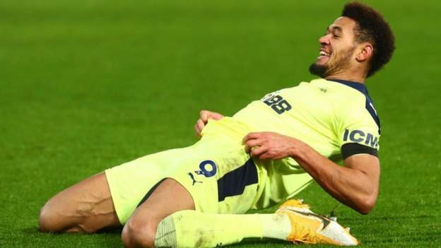 Newcastle beat Palace with two late goals