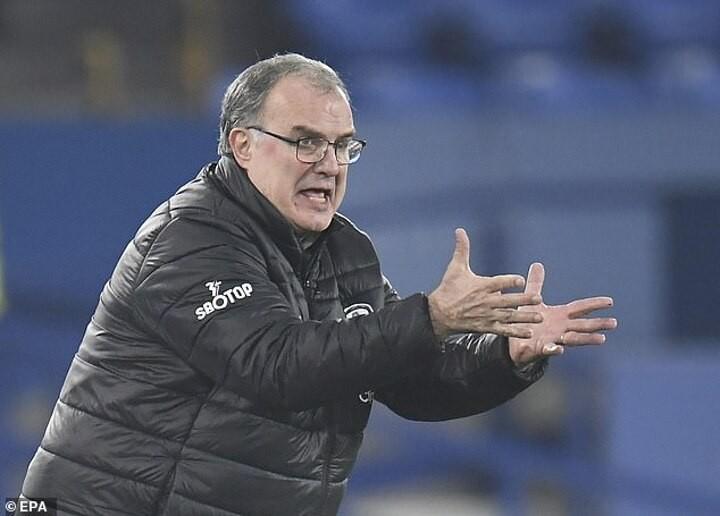 Leeds United 'are targeting Sevilla boss Lopetegui if Bielsa leaves Elland Road'