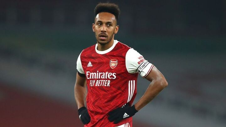Arsenal's lack of spark leaves Aubameyang isolated as struggles continue