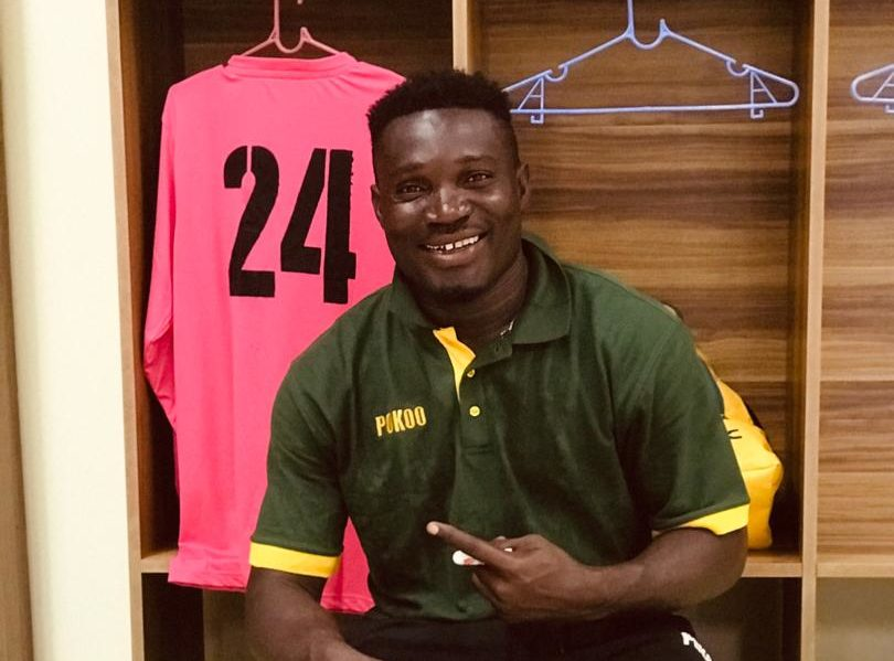 VIDEO: Ebusua Dwarfs goalkeeper Razak Issah scores a free-kick to rescue side from defeat inCape Coast derby