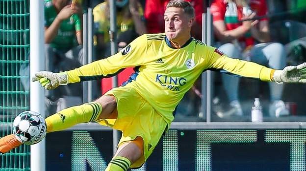 Preston sign Leicester keeper Iversen