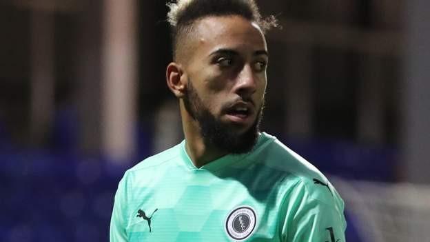 Huddersfield sign winger Thomas