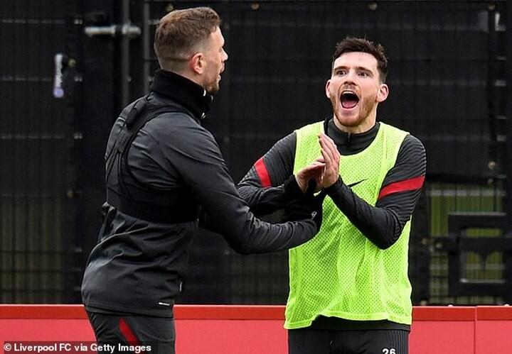 Robertson in awkward position as Celtic fan with Gerrard managing Rangers
