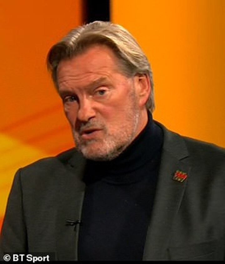 Hoddle: Rooney should have kept himself registered and has made a slight MISTAKE