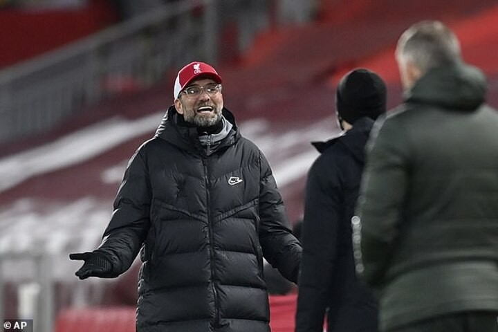 Klopp warns Liverpool's stars they are in a 'tough race' for UCL qualification