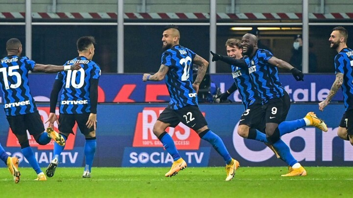 Inter 2-0 Juventus: Vidal and Barella dent Pirlo's title defence