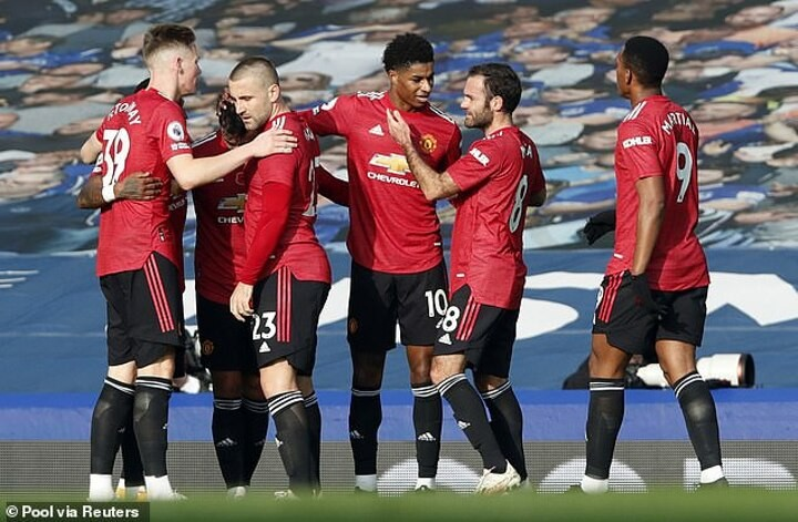 Manchester United aim to equal a club record of 17 Premier League away matches unbeaten