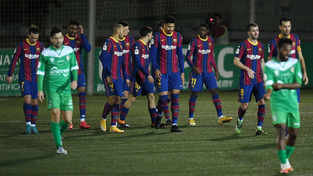 Barcelona edge Cornella to reach Copa last 16