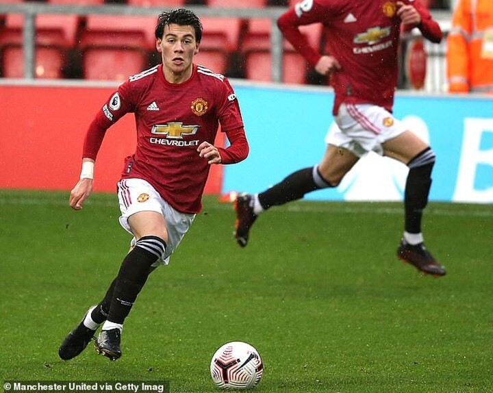Facundo Pellistri's agent says the Man United winger will join a LaLiga club on loan this month