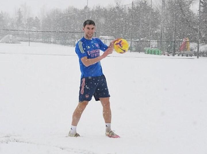 Arsenal defender Kieran Tierney trains in t-shirt and shorts despite snow