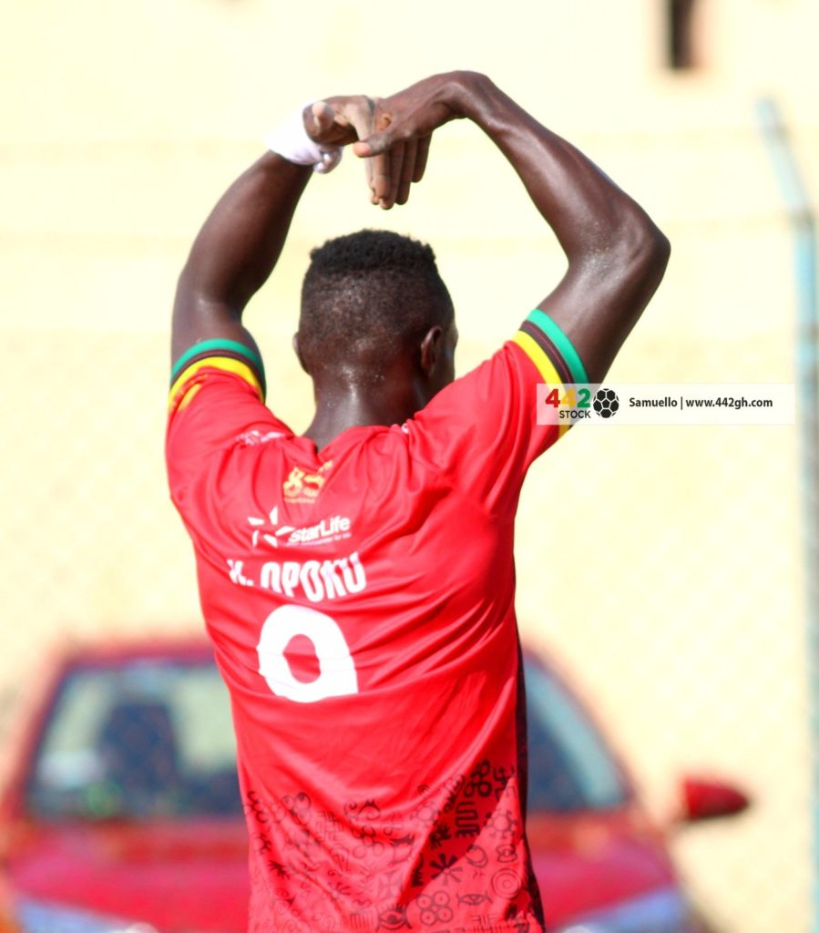 Former Kotoko striker Kwame Opoku congratulates Hearts of Oak