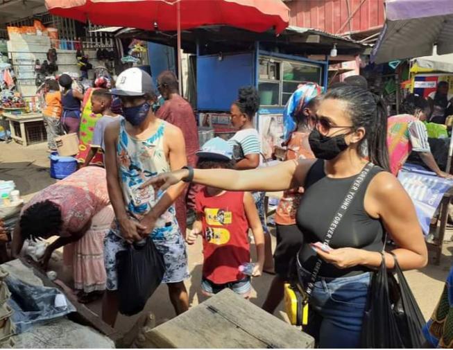 Photos: Kotoko's Brazilian midfielder Fabio Gama spotted shopping at Kejetia market