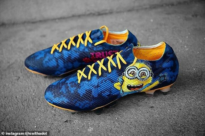 Arsenal star Alexandre Lacazette shows off incredible 'Trust the Process' minion boots in training