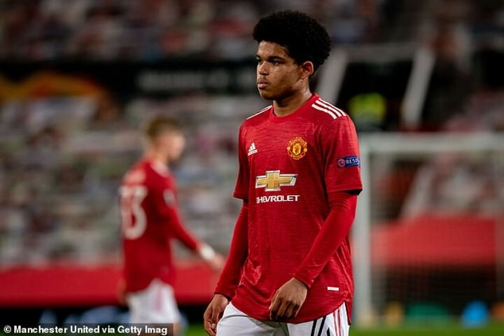 Ole Gunnar Solskjaer praises the 'great attitude' of new Manchester United wonderkid Shola Shoretire
