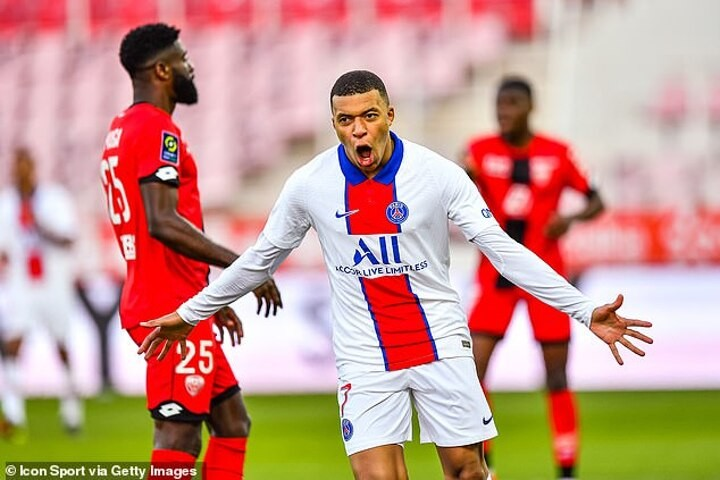 Dijon 0-4 Paris Saint-Germain: Kylian Mbappe stars with two goals as visitors close in on Lille