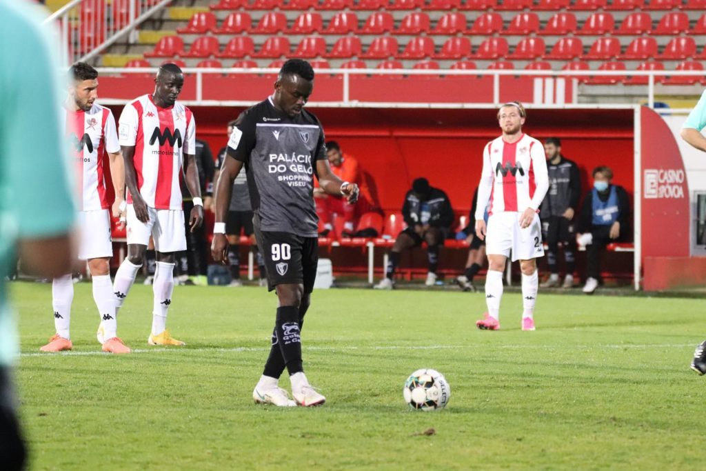 Paul Ayongo converts penalty for season's fifth goal but Academico Viseu suffer painful defeat