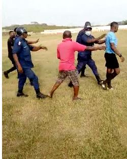 VIDEO:  Elmina Sharks fans attack referee after home defeat to Medeama