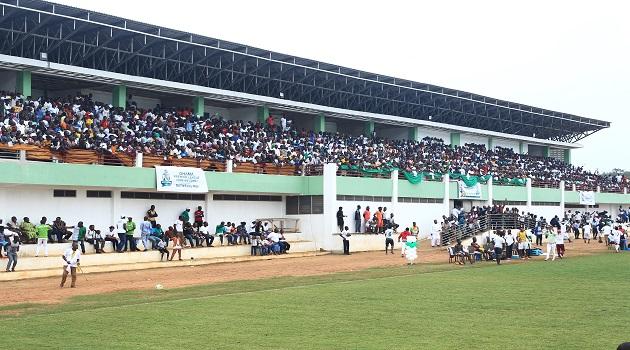 Elmina Sharks fans' attack referee Eric Owusu Prempeh after Medeama defeat