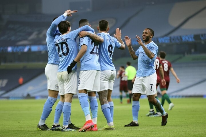 Man City 4-1 Wolves: Jesus & Mahrez's late strikes help leaders win 21 in a row