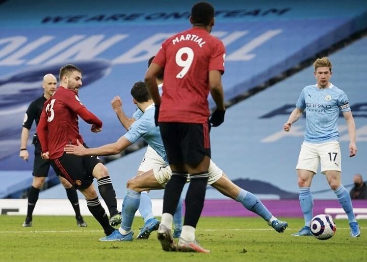 Man City 0-2 Man Utd: Bruno & Shaw net as United end rivals 21-game win streak