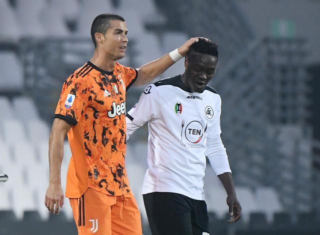Emmanuel Gyasi marks 100th appearance for Spezia in loss at Juventus