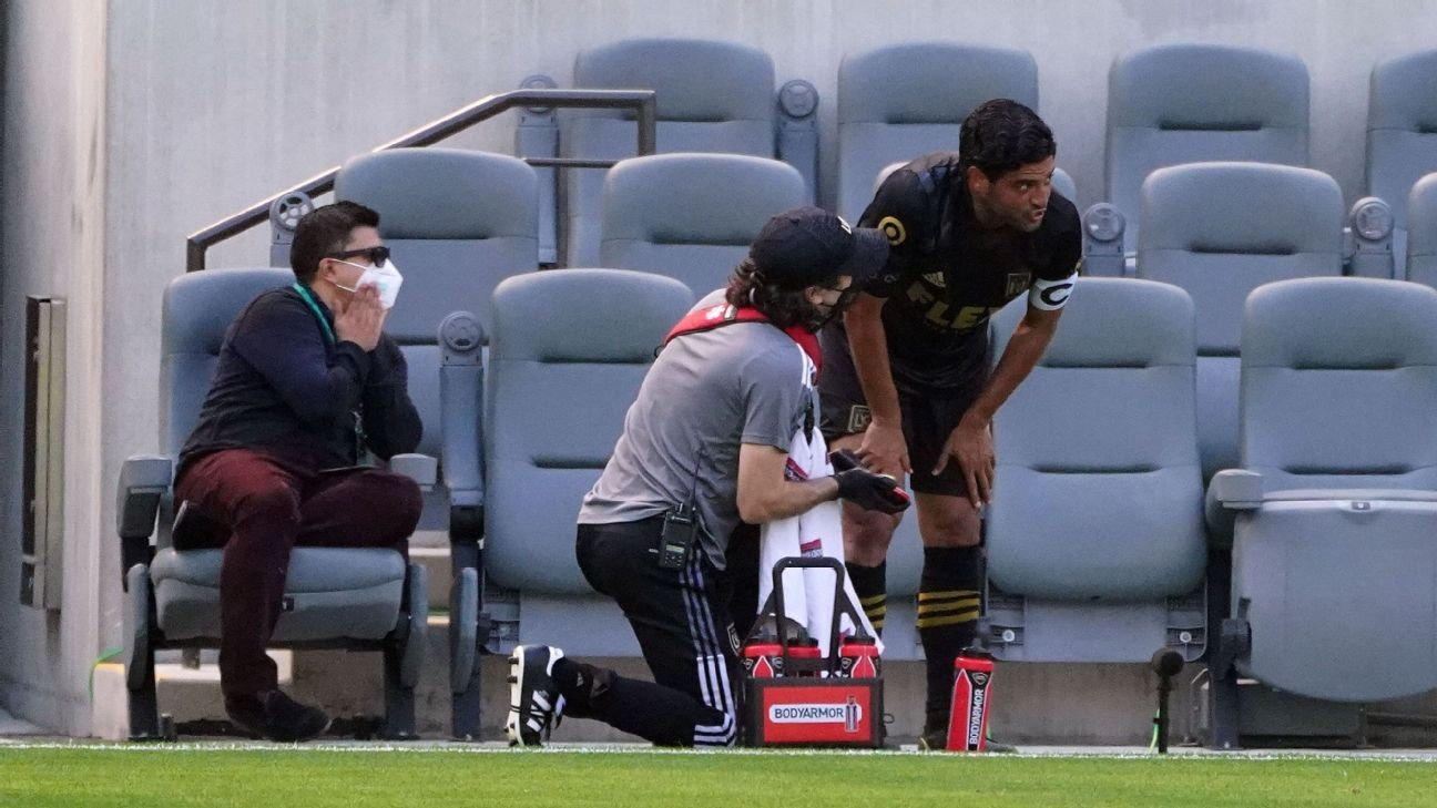 LAFC mix-up leads to Vela getting subbed early