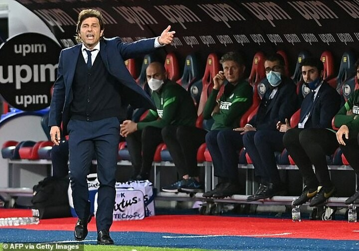 Tottenham 'hold positive managerial talks with former Chelsea boss Antonio Conte'