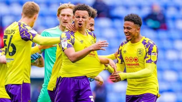 Huddersfield grab late draw at Reading