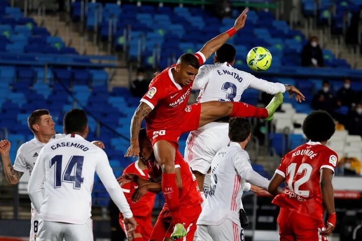 Real Madrid 2-2 Sevilla: Rakitic nets, Madrid miss chance to go top