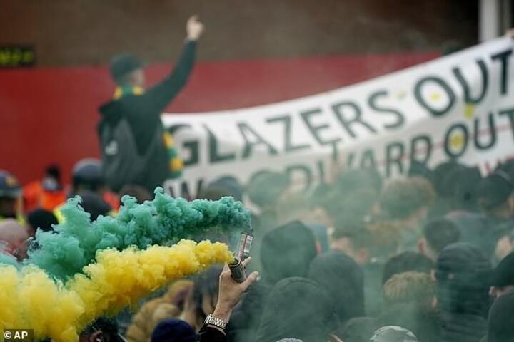 Man Utd threaten stadium bans & criminal prosecution for Old Trafford vandalism