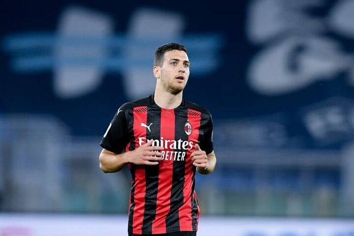 Dalot 'makes decision' on Man Utd future as clause scuppers bid for replacement