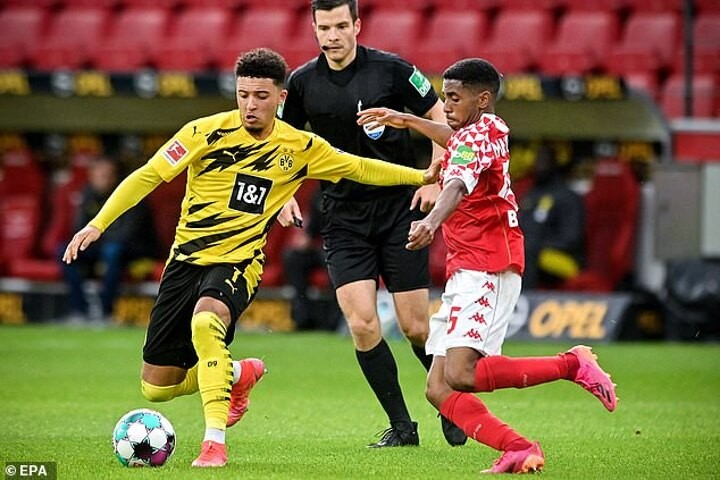 Chelsea ready to launch £80m offer to Borussia Dortmund for Manchester United target Jadon Sancho