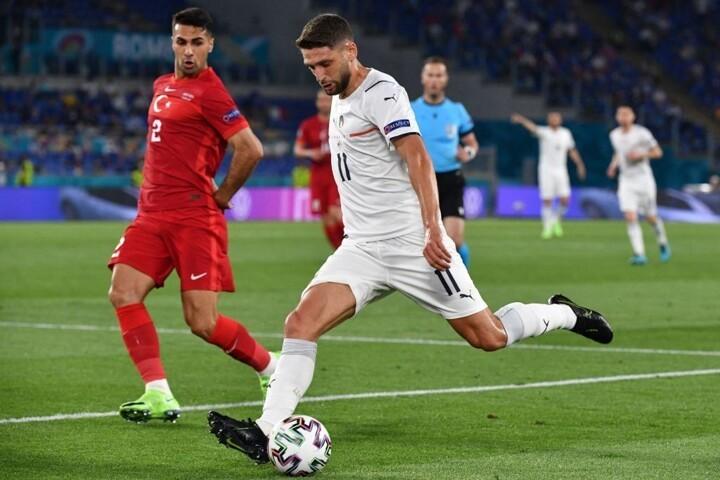 HT: Turkey 0:0 Italy. Two penalty appeals for handball